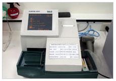 看大圖:CLINITEK 500半自動尿液分析儀(另開新視窗)